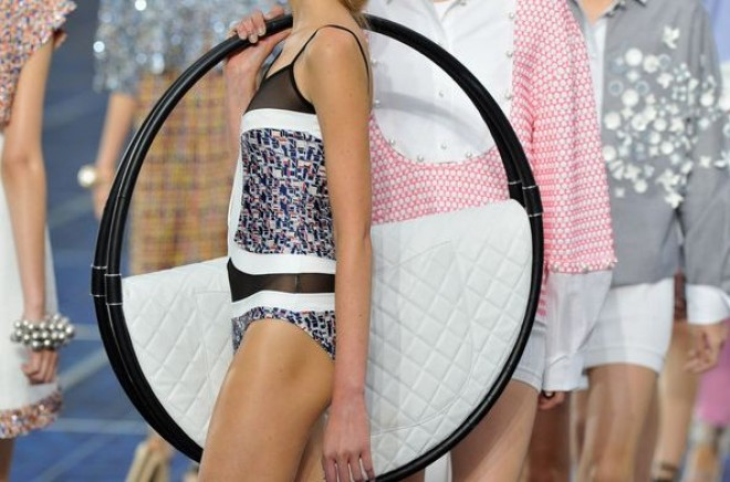 Chanel-Hula-Hoop-SS2013-purse